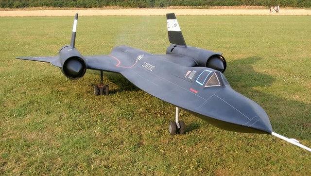国外牛人制造的小型黑鸟yf-12战斗机航模飞行 理科生大爱啊