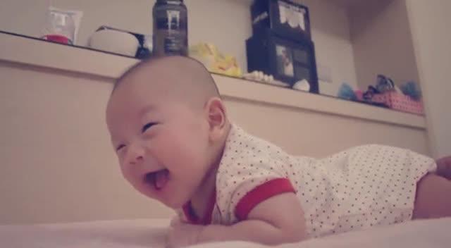 妈妈带萌宝打针,小宝宝一脸呆萌,最后的反应太可爱了
