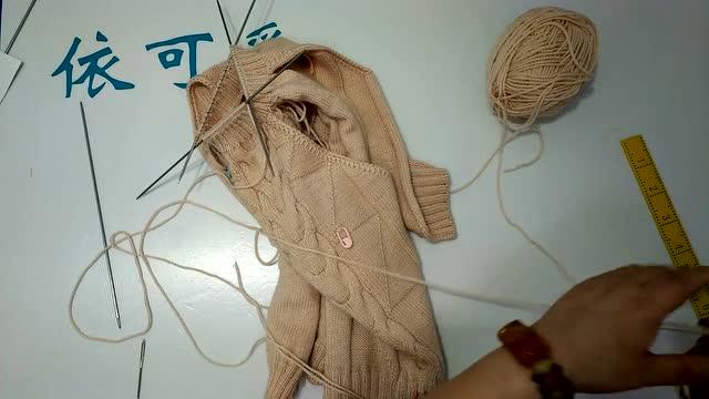 依可爱教你用缝针针对圈织的收针方法 演示的是毛衣领口