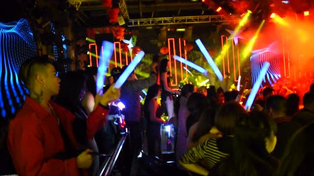 浪驰酒吧跨年夜狂欢图片