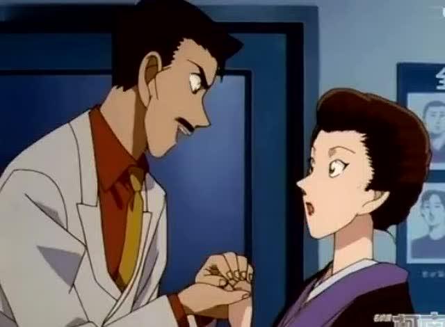 毛利小五郎看到美女,老毛病又犯了,小兰懵了