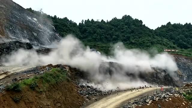 采石场爆破瞬间 这可不是拍电影