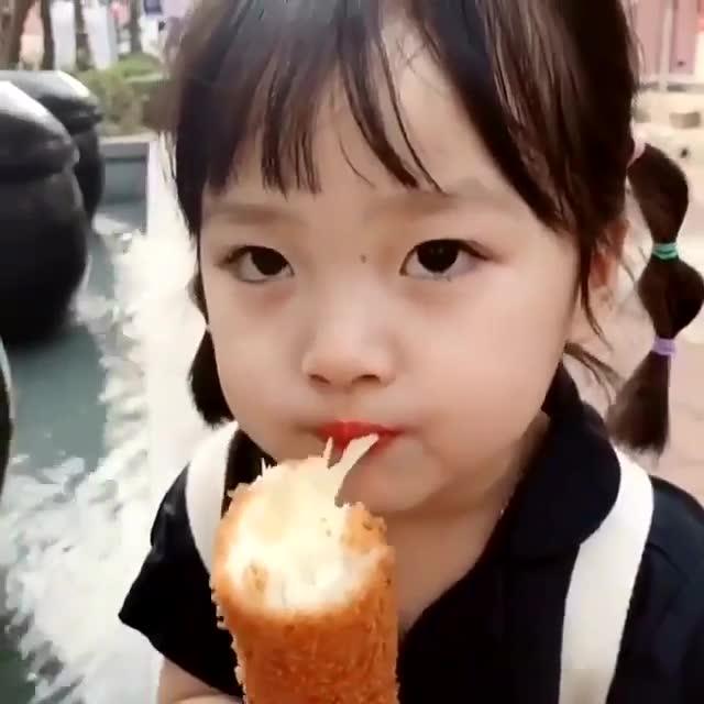 韩国超人气萌娃权律二的吃货日常,简直可爱到没朋友