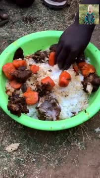 看非洲人吃手抓饭 肉太少了,真的不怕烫吗?图片