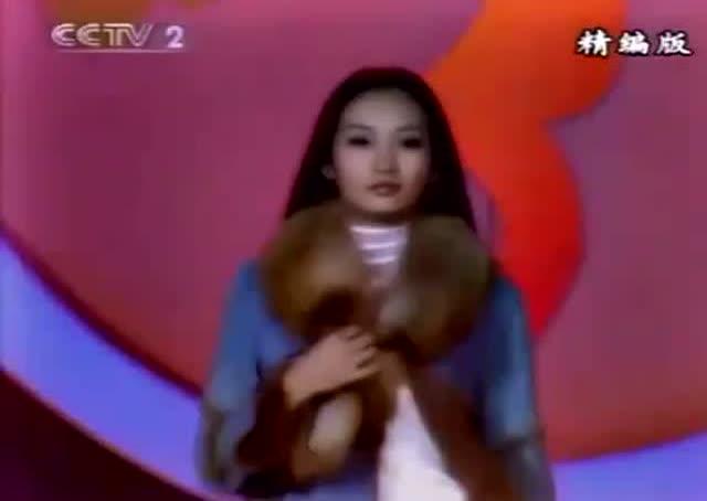 13年前,王鸥获得cctv模特大赛最上镜奖,当年真青涩啊
