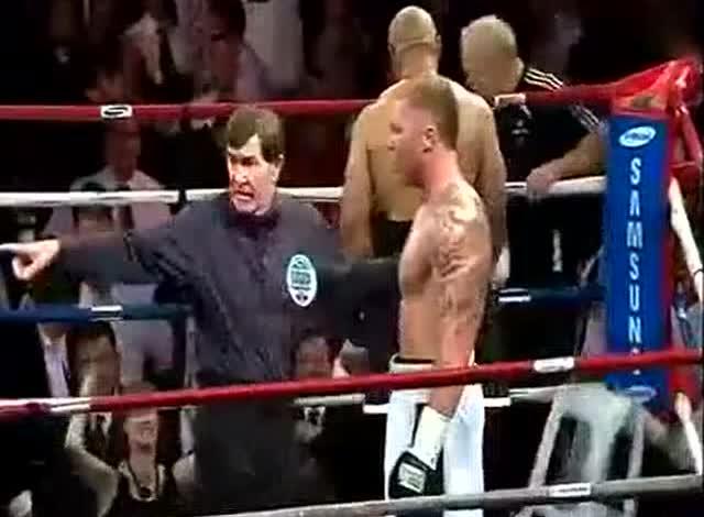 """拳击巅峰对决""""小泰森""""图阿痛击麦卡龙,精彩激烈对战"""