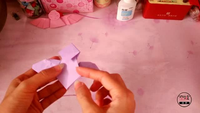 最近很火的一款手工指套天使折纸,简单易学,快来试试吧