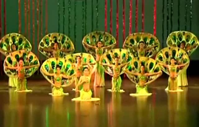 民族舞蹈傣族舞蹈视频《吉祥孔雀》
