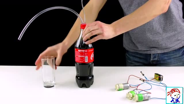 手工diy 简易可乐机 废纸壳创意环保小制作