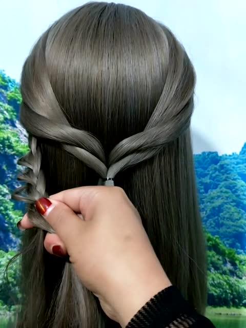 个人时尚:适合中长发美女的气质发型,参加聚会尽显魅力图片