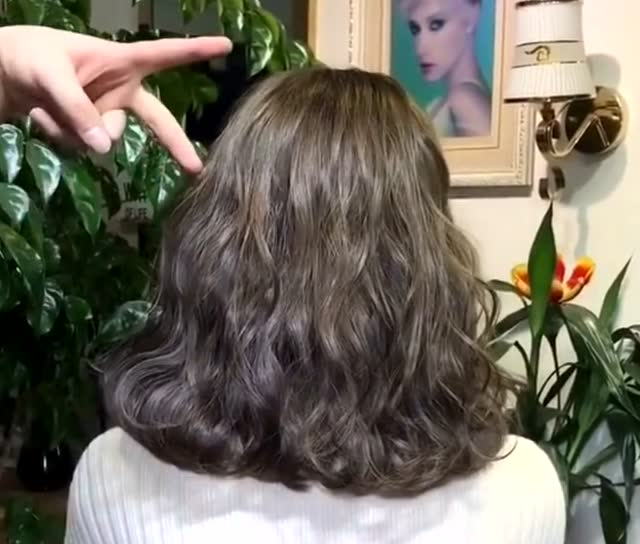 不长不短的头发这样烫,超级美腻,你喜欢吗?
