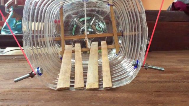用塑料瓶制作一个捕鼠陷阱,非常实用