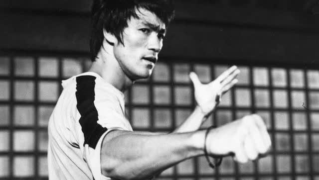 李小龙拳_日本媒体公开李小龙对战空手道高清视频 拍到出拳轨迹
