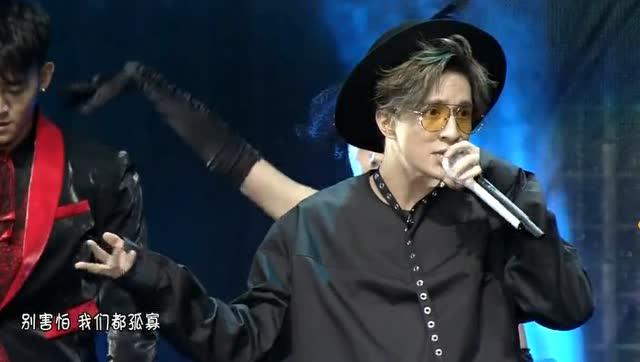 薛之谦帅气演唱《动物世界》唱得好好听,燃爆全场!