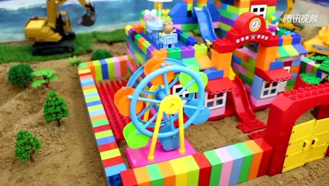 用积木搭建幼儿园,媛媛益智积木