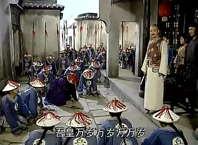 贪官带兵要杀皇上,于世龙带兵赶到,皇上亮明身份贪官吓得跪求饶
