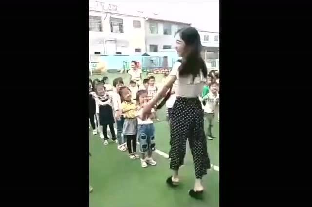 看到幼儿园老师教宝宝跳舞,我决定给宝宝换了个幼儿园