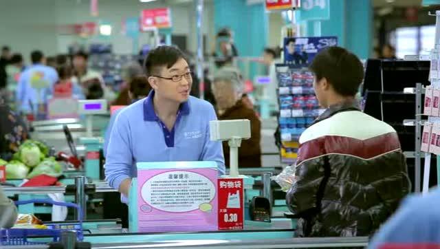 超市有这样的服务员,老板偷着乐