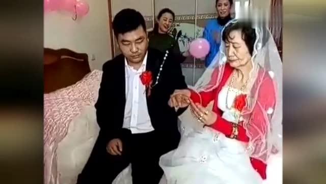 现在开始流行老妻少夫,到底是真爱,还是为了钱?