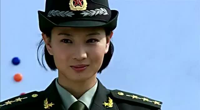 何晨光和王艳兵入狱,一路打仗到车上-电视剧-3023被冤枉打斗的电视剧或者电影图片