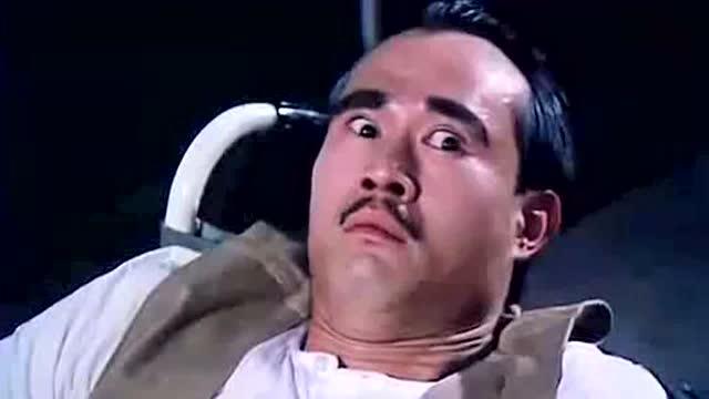 林正英假装瘫痪,吴耀汉搞笑整蛊,试探林正英,林正英表情太好笑了!图片