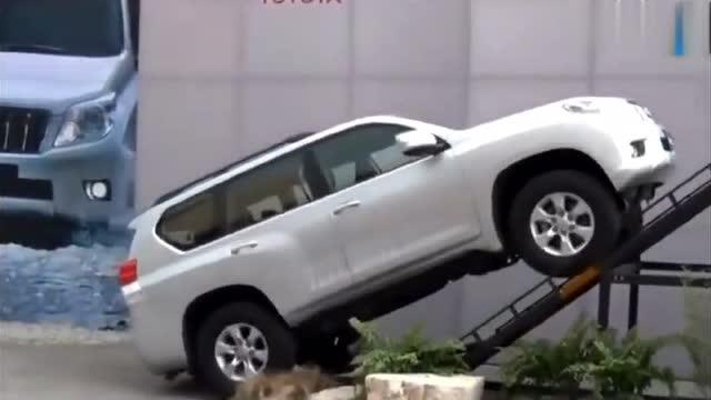 丰田霸道 爬坡测试 看看就知道了 这么陡的坡不害怕翻车吗