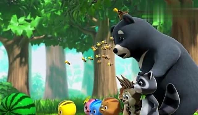 萌鸡小队:森林里的小动物们帮助萌鸡们,给鸡妈妈做生日蛋糕.