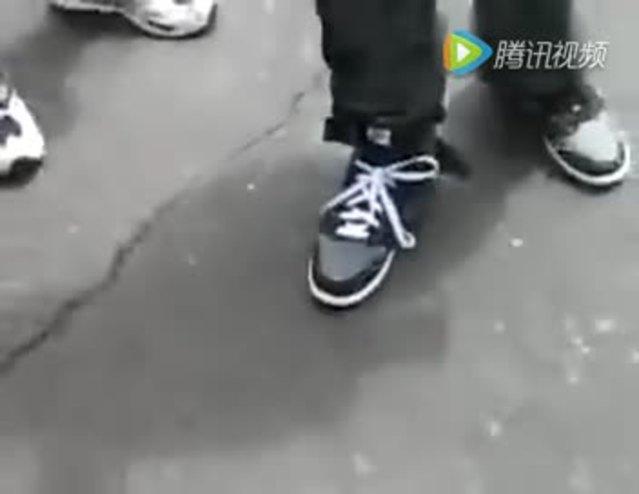 牛人不用手也可以绑鞋带?《你也试试吧》