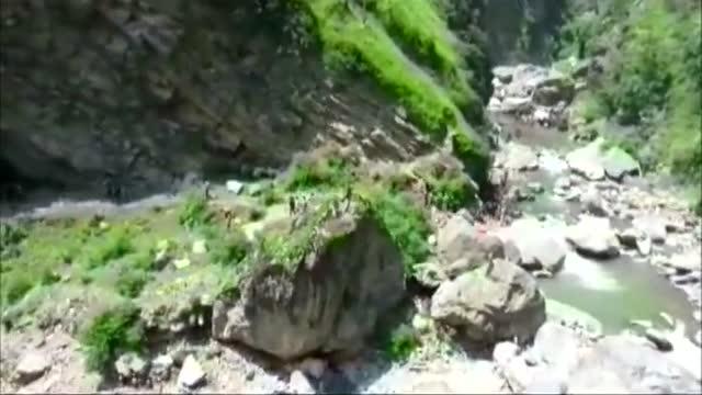 印控克什米尔客车坠谷16名香客死亡