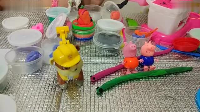 小猪佩奇和粉红猪小妹橡皮泥 彩泥 制作蛇王蛇后