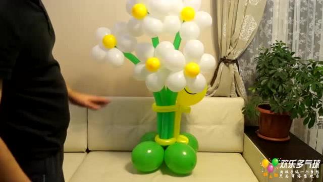 """宝宝宴气球布置""""气球花环抱人偶""""气球造型教程!"""
