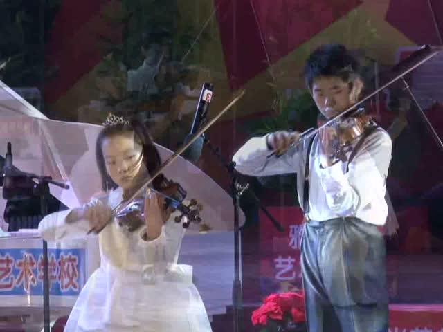 小朋友们很用心,小提琴齐奏《新春乐》!图片