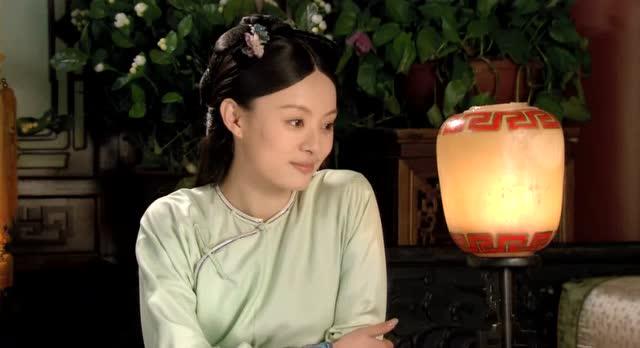 雍正皇帝说嬛嬛眉心一点红显得俏皮可爱,甄嬛羞涩一笑