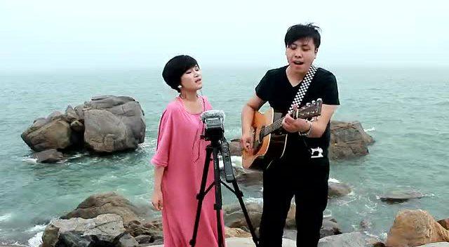 海边吉他弹唱《海阔天空》景美歌好