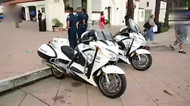 厉害了,美国警察被迫说蹩脚中文,在唐人街,华人实在是