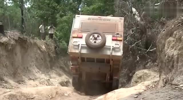 丰田普拉多拖房车 极限越野穿越