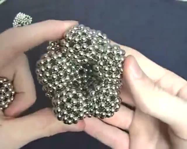 巴克球磁珠玩具 看上去真的很好玩的!