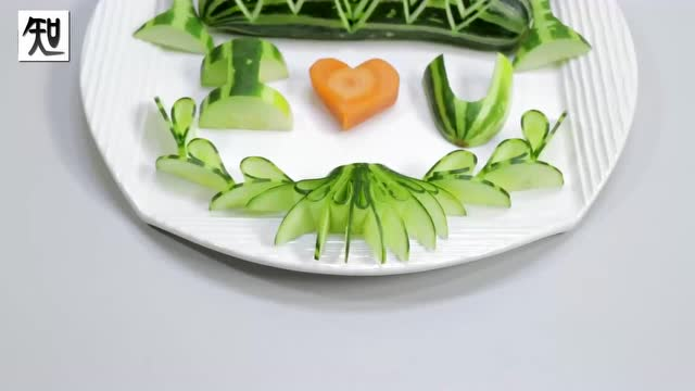 彩色蔬�:i��i-_蔬菜艺术雕刻,黄瓜和胡萝卜雕刻i love you