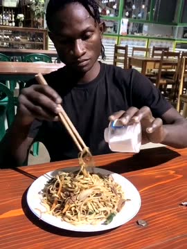 非洲人吃饭如此的重口味图片