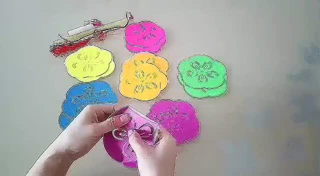 小助姐姐教你做手工 之 绣球灯笼的做法