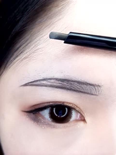 如何画出超直眉底线 看美女是怎么做到的