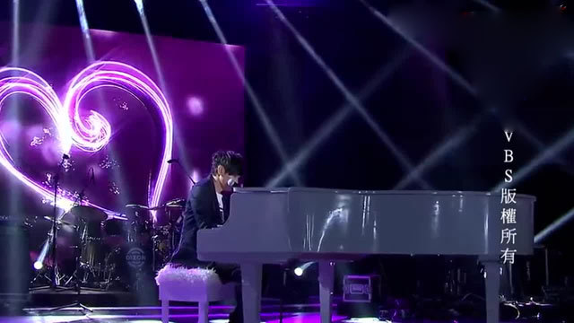 林俊杰钢琴自弹自唱《她说》