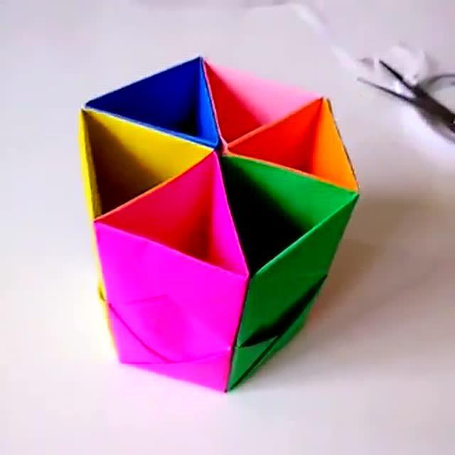 手工制作彩色折纸笔筒 既好看又实用