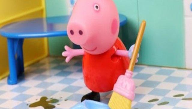 小猪佩奇整理房间 粉红猪小妹弄乱玩具