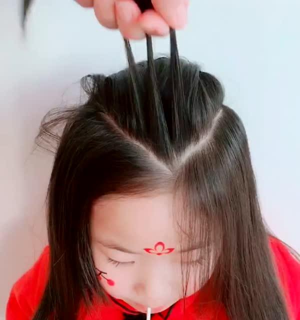 新年给宝宝这样扎头发,超美的出门倍有面子!图片