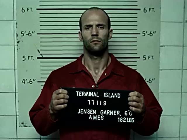 杰森斯坦森入狱前被拍照,好多纹身