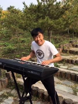帅哥电子琴演奏
