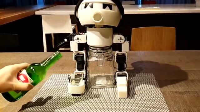 如何做到千杯不醉_千杯不醉的,陪酒机器人.