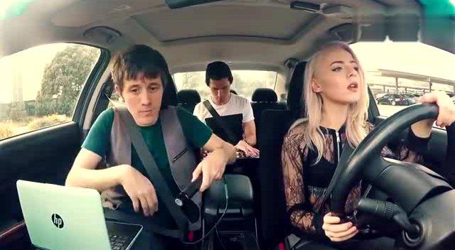 国外美女边开车边唱歌歌曲是很好不过要小心哦mv