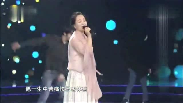 赵雅萱演唱《漫步人生路》